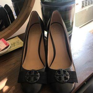 Tory Burch Stacked heel, comfortable pumps!